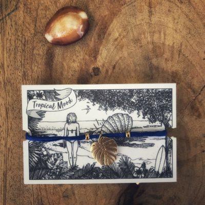 la-petite-plagiste-edition-spéciale-tropical-mood-plaqué-or-bleu-marine-philodendron
