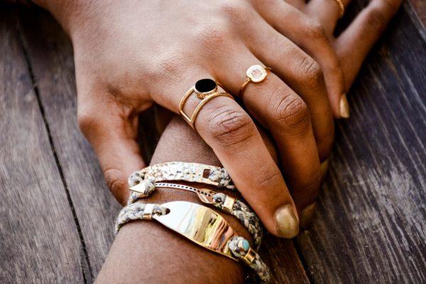 la-petite-plagiste-collection-Ibiza-bracelets-Lena-bleu-porté
