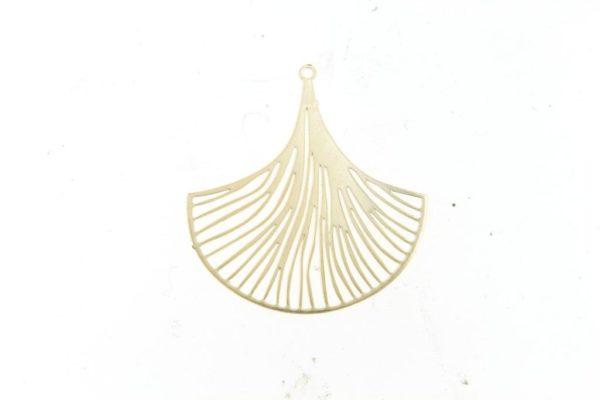 la-petite-plagiste-collection-ibiza-collier-court-feuille-ginko-plaqué-or
