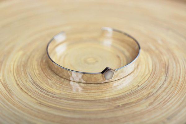 la-petite-plagiste-collection-capsule-LPPxSW-bracelets-joncs-argent-nacre