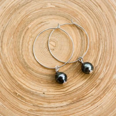 la-petite-plagiste-collection-vaimiti-silver-pearl-hoop-earrings