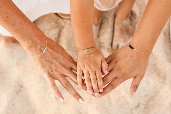 la-petite-plagiste-edition-speciale-mere-et-fille-bracelets-bleu-clair-et-noir-bis